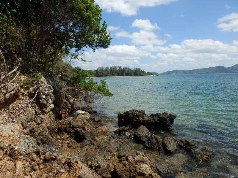 links in der kleinen Bucht befindet sich dann ein Fischerdorf
